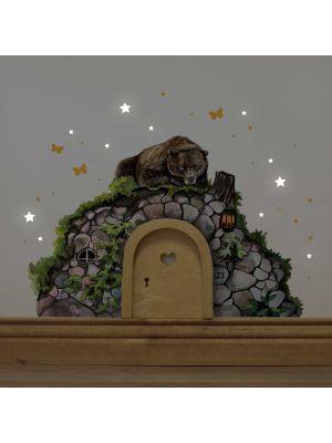 Elfentür Feentür Wichteltür Koboldtür mit Wandtattoo Wandbild Wandaufkleber Wandsticker Aufkleber Sticker Bärenhöhle mit Bär Schmetterlingen und Punkten elves door fairy door pixie door imp door gnome door with wall decal wall mural wall sticker bear cave