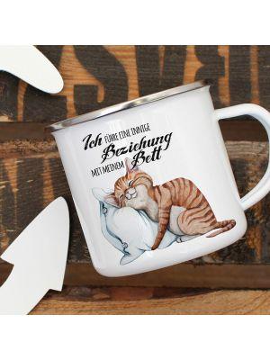 Emaille Becher Camping Tasse Katze & Kissen Spruch Beziehung mit Bett Kaffeetasse eb321